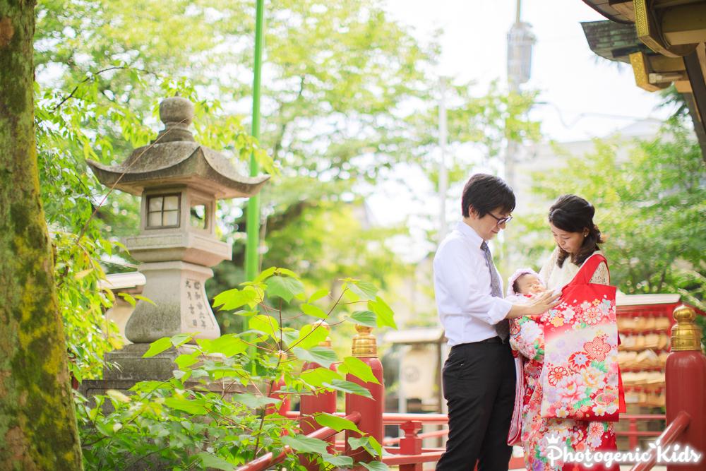 夏のお宮参り出張撮影、ご家族のご負担少なく素敵に残すには? 新宿区須賀神社