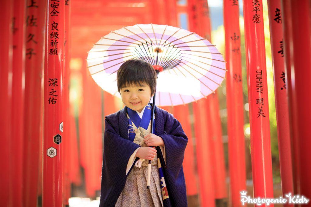 根津神社で男の子アンティーク着物七五三出張撮影